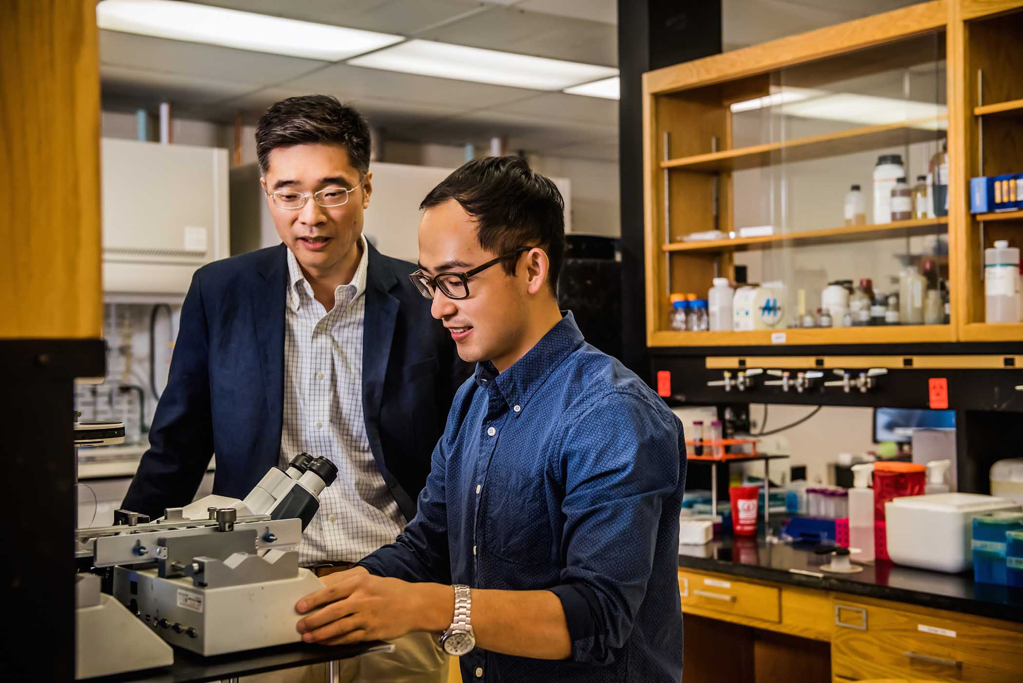 Leidong Mao, an associate professor in the College of Engineering recently launched FCS Technology, a startup based on a new method he and his colleagues developed for isolating tumor cells from blood samples.